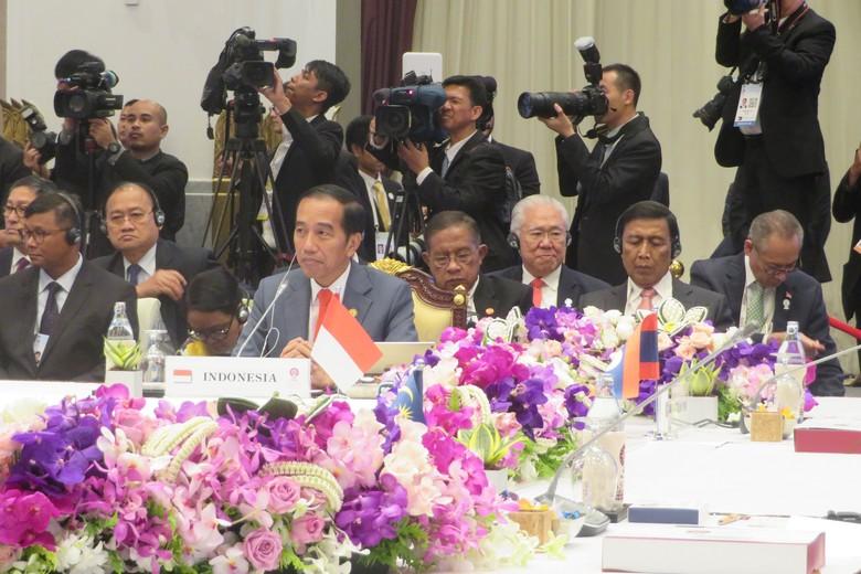Isu HAM hingga Pekerja Migran Disorot Jokowi di KTT ASEAN Ke-34 Bangkok