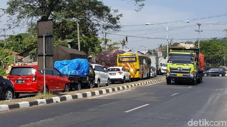 Hindari Macet di Jalur Selatan Brebes Dampak Pengecoran Jalan