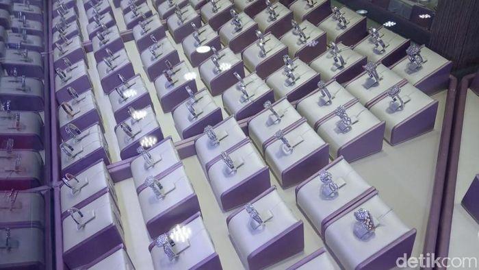 7000+ Gambar Cincin Tunangan Di Toko Emas HD Terbaru