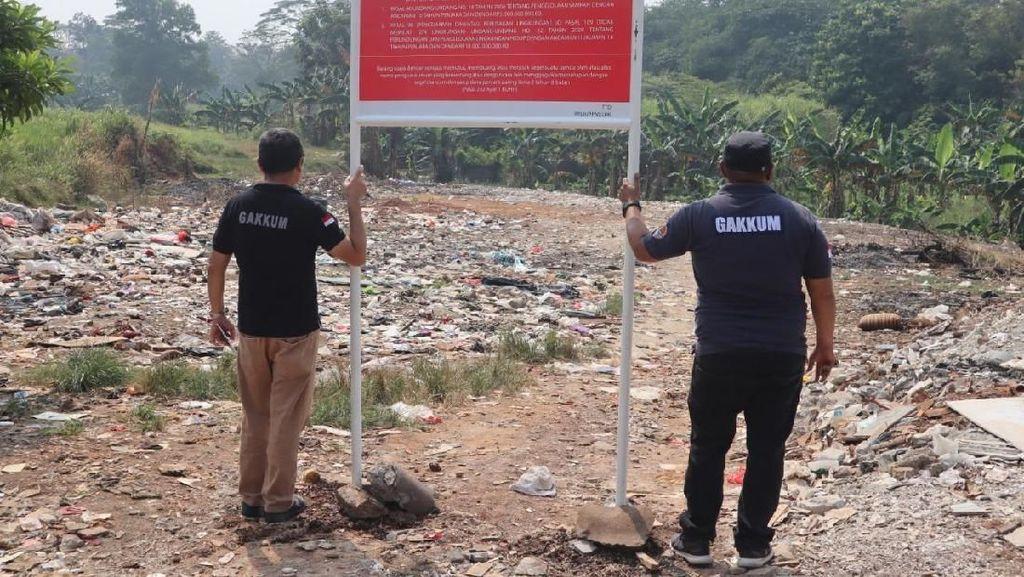 Meresahkan Warga, Pembuangan Sampah Ilegal di Bogor Disegel KLHK