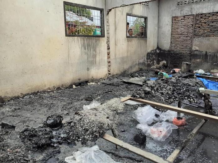 Foto: Lokasi kebakaran pabrik korek gas di Langkat, Medan. (Antara Foto)