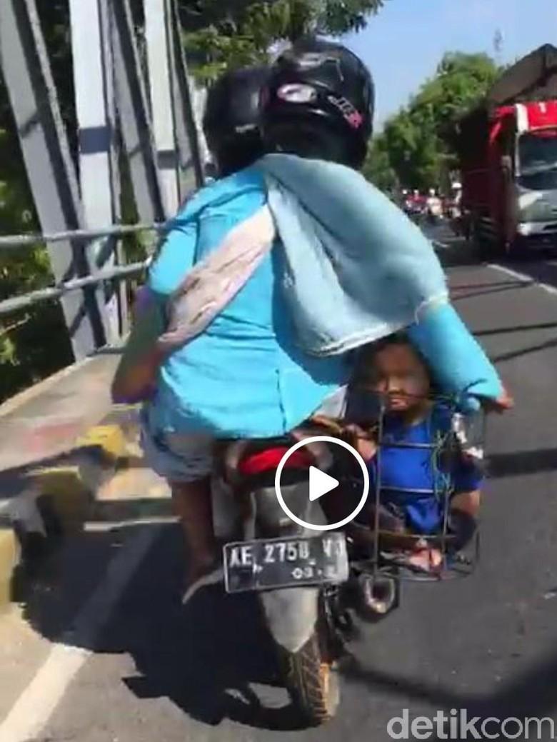Ini Contoh Pengendara Motor yang Tidak Pedulikan Keselamatan Anak