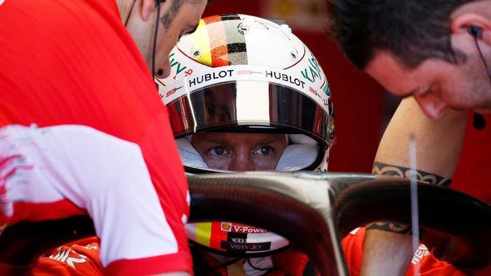 Sebastian Vettel membantah akan meninggalkan Ferrari dan fokus mengejar Mercedes. (Foto: Vincent Kessler/Reuters)