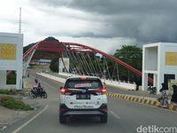 Mulusnya Jalan Aspal Menuju Perbatasan RI-Malaysia di Entikong