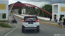 Melibas Aspal Perbatasan RI-Malaysia yang Mulus