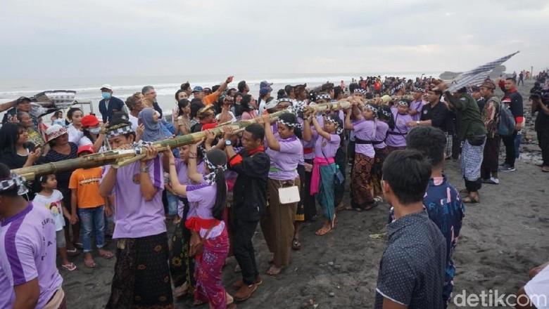 Kemeriahan Festival Yeh Gangga di Bali (Aditya Mardiastuti/detikcom)