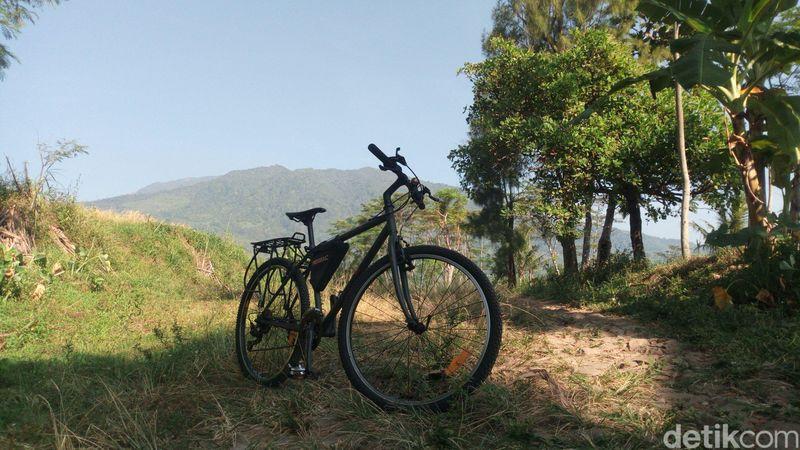 Jika sedang berkunjung ke Ungaran, coba gowes lewat jalur Seleses di kaki Gunung Ungaran. (Aji Kusuma Admaja/detikcom)
