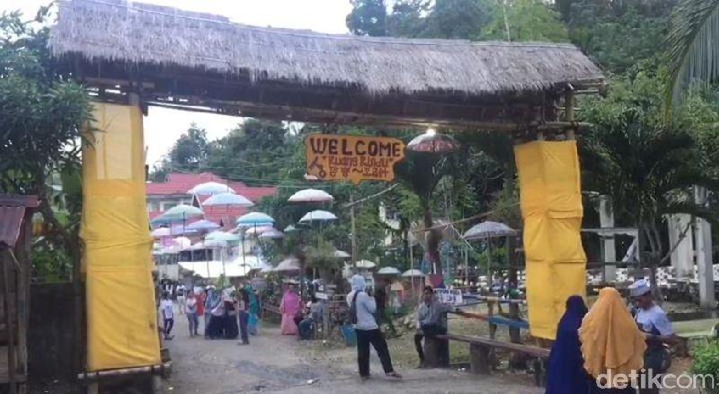Di Baubau, Sulawesi Tenggara ada desa unik dengan tema Korea. Bernama Kampung Korea, desa ini sajikan segala macam hal-hal berbau Korea. (Sitti Harlina/detikcom)
