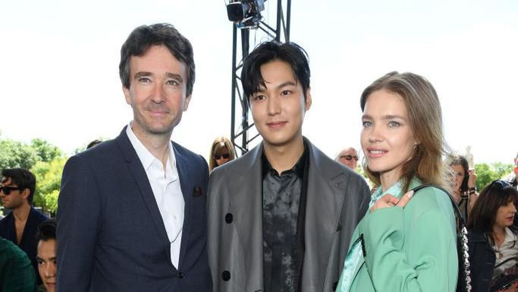 Lee Min Ho Eksis di Paris Fashion Week, Foto Bareng Model Terkenal