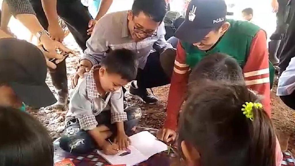 Seru! Bocah Korban Banjir Dapat Trauma Healing dari Relawan FTI UMI