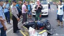 Sepasang Remaja di Mojokerto Tewas Setelah Motornya Tabrak Truk
