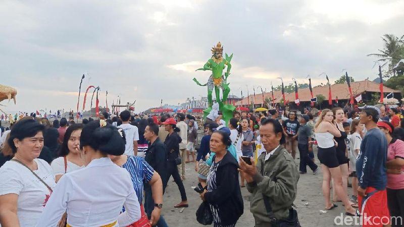 Festival Yeh Gangga ini digelar di Desa Sudimara, Tabanan, Bali pada 22-23 Juni 2019. Tahun ini merupakan kali kedua festival ini digelar di Pantai Yeh Gangga (Aditya/detikcom)
