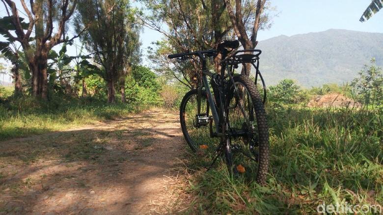 Sepedaan di kaki Gunung Ungaran (Aji Kusuma Admaja/detikcom)