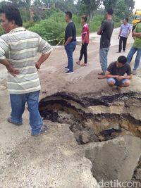 Gubernur Riau: Jalan Amblas di Kampar Statusnya Jalan Provinsi