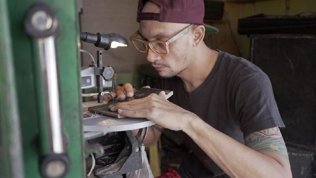 Skateboard Bekas Disulap Jadi Kacamata, Tembus Pasar Amerika