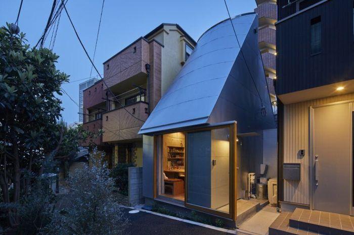 Rumah mungil tersebut didesain langsung oleh sang pemilik yang tidak lain merupakan dosen arsitek bernama Takeshi Hosaka. Istimewa/Inhabitat/Koji Fujii Nacasa and Partners.