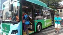 TransJakarta Kenalkan Bus Listrik ke Pengunjung CFD