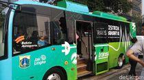 Saat Warga Kepincut Bus Listrik TransJakarta di CFD
