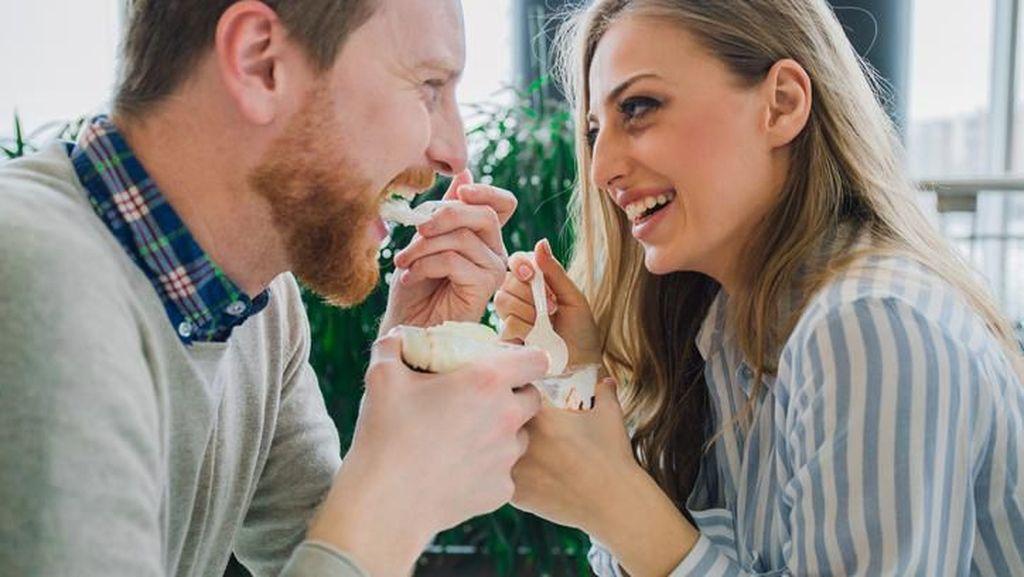 Pria Sebaiknya Rutin Makan Yogurt Agar Terhindar dari Kanker Usus