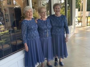 Menggemaskan, Saat Tiga Nenek Tak Sengaja Pakai Gaun Sama di Pernikahan