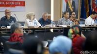Kegiatan ini dihadiri oleh Ketua KPU Arief Budiman, komisioner KPU Evi Novida Ginting Manik, Viryan Aziz, dan Ilham Saputra. Selain itu, hadir Anggota Bawaslu Mochammad Afiffudin dan anggota Dewan Kehormatan Penyelenggara Pemilu (DKPP) Teguh Prasetyo.