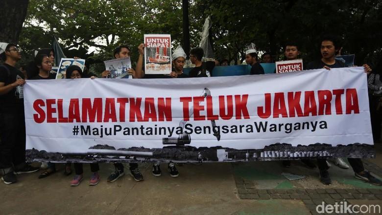Aksi Jalan Mundur Tolak IMB Reklamasi
