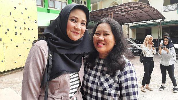Dinny dan Riani, orangtua siswa daftar PPDB DKI 2019 Jalur Zonasi /