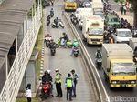 Viral 2 Pemotor Ngotot Masuk Busway Walau Dilarang Petugas