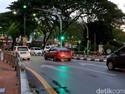 Berita Populer: Lalu Lintas Negara Tetangga, Mobil Mewah Nganggur