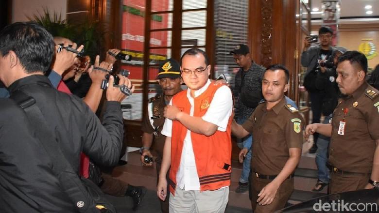 Korupsi Rp 13 M, Pegawai Bank di Bekasi Ditahan Kejati Jabar