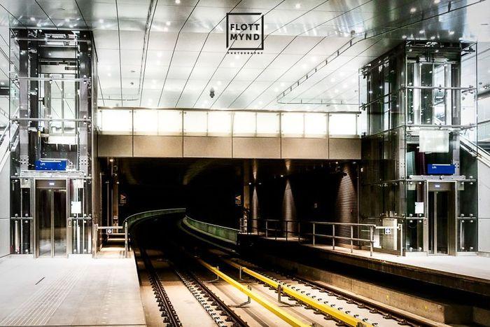 Amsterdam Metro adalah sebuah sistem gabungan dari rapid transit dan light rail di Amsterdam dan wilayah sekitarnya seperti Amstelfeen, Diemen, dan Ouder-Amstel di Belanda. Istimewa/Dok. Boredpanda.