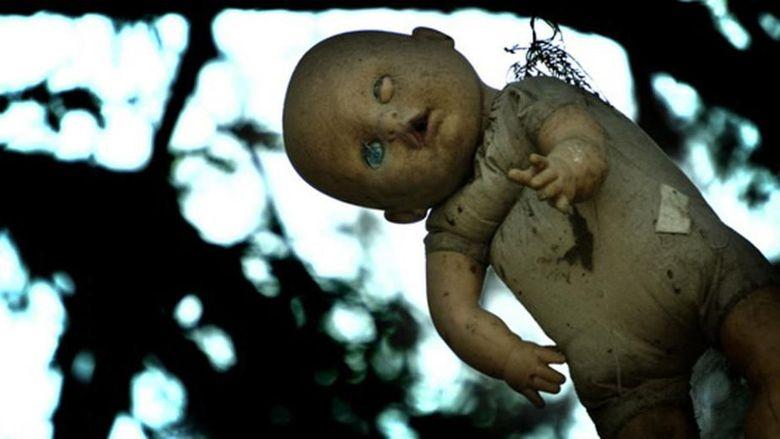 Ada sebuah pulau yang berisi beragam boneka di Meksiko. Konon kabarnya pulau ini jadi salah satu tempat paling misterius dan menyeramkan di dunia. Penasaran?