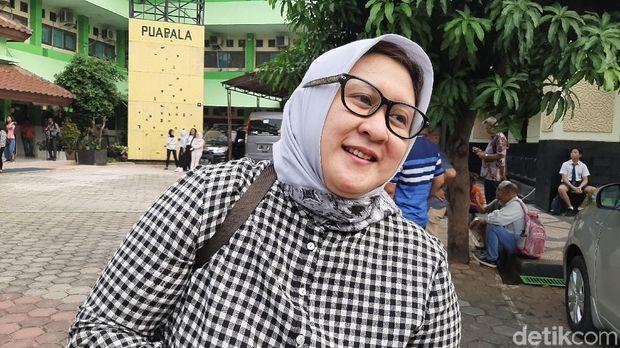 Dianti, orangtua siswa daftar PPDB Zonasi di SMAN 8 Jakarta /