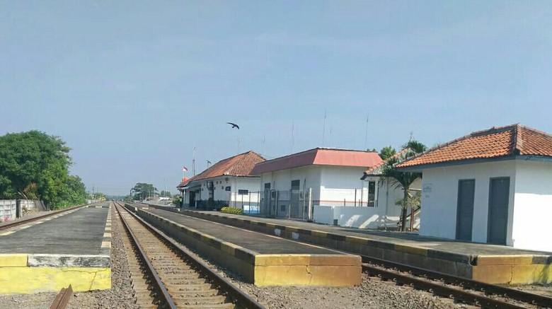 Stasiun Terisi Indramayu Kembali Beroperasi Layani Penumpang