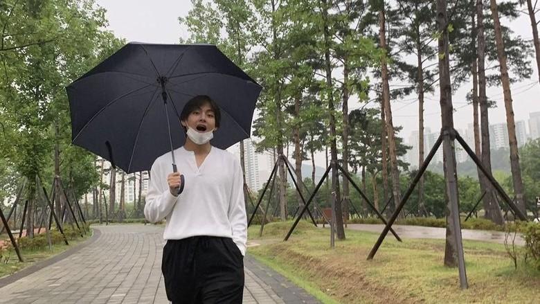 V di Taman Busan (BTS/Twitter)