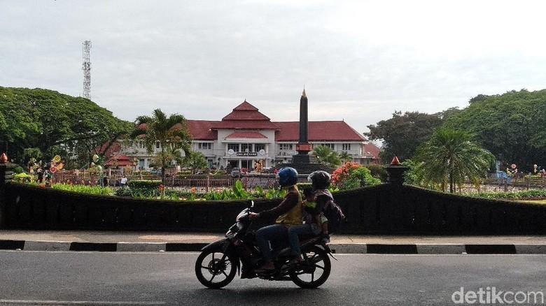 Suhu di Malang diprediksi akan mencapai 14 derajat celsius saat memasuki puncak musim kemarau pada Agustus nanti. Mengulanng suhu dingin yang terjadi di Malang 20 tahun lalu.