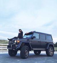 Suka Pamer Mobil Mewah, Kylie Jenner Dihujat Netizen