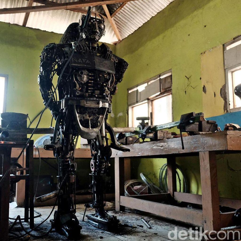 Ini Penampakan Patung Robot Polisi Karya Siswa SMK di Karawang