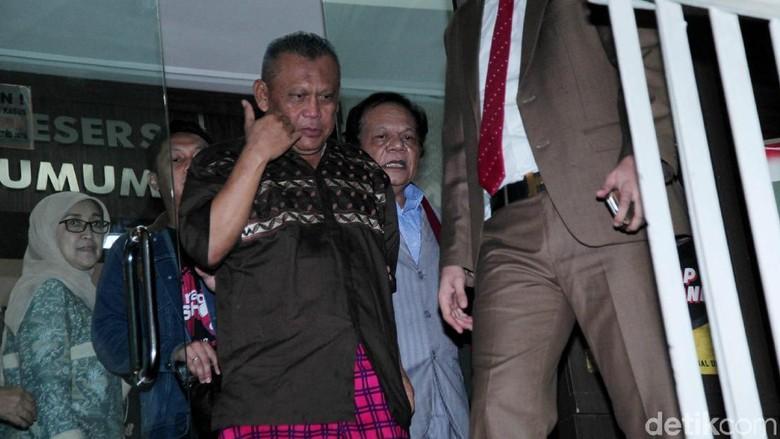 Keluar dari Rutan Polda Metro Jaya Eggi Sudjana Semringah Banget