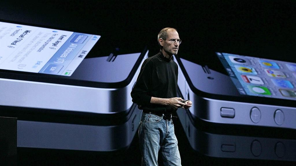 iPhone 4 diperkenalkan Steve Jobs di ajang WWDC-nya Apple pada awal Juni 2010. (Foto: Justin Sullivan/Getty Images)