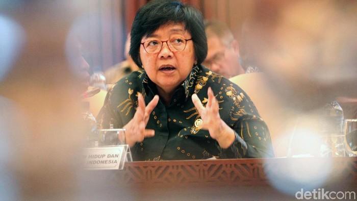 Komisi IV DPR menggelar rapat kerja dengan Menteri Lingkungan Hidup dan Kehutanan Siti Nurbaya. Rapat itu membahas anggaran dan program kementerian LHK.