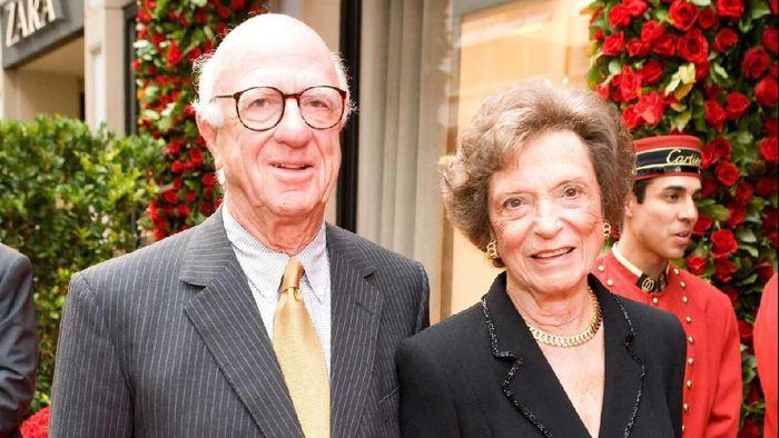 Doris Fisher (kanan). Foto: Dok. Forbes