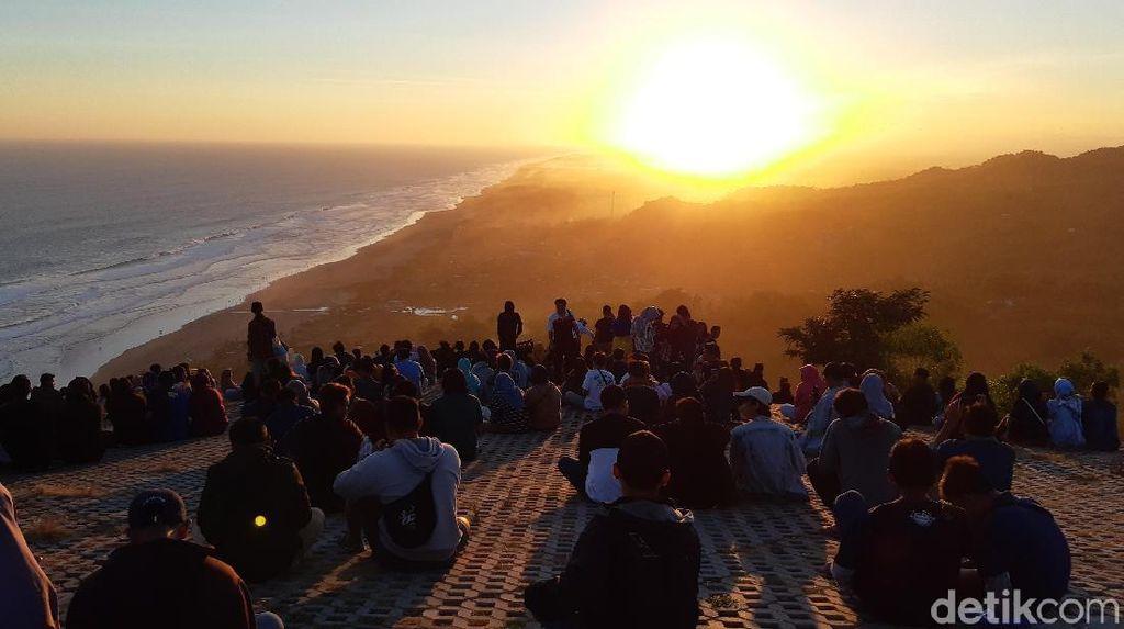 Akhir Pekan di Yogyakarta, Bagi Si Pencandu Senja