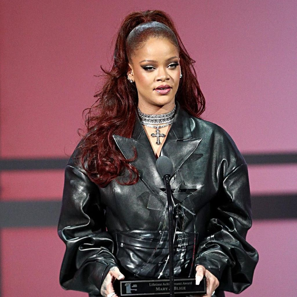 Tajir! Rihanna Sewa Mahal Pulau untuk Rampungkan Album Baru