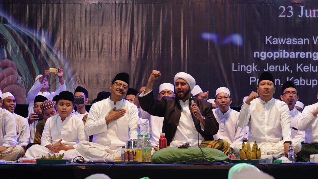 Ribuan Warga Selawatan Bareng Habib Syech di Atas Ketinggian 800 Meter