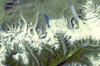 Gletser Himalaya yang dipotret NASA dan terlihat gletsernya sudah lebih sedikit dibanding gambar dari Hexagon (NASA)