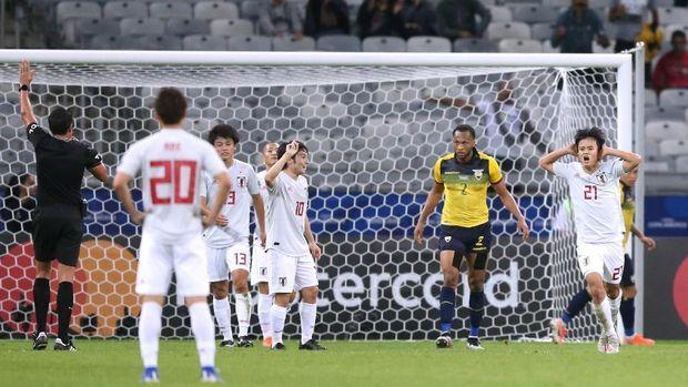 Takefusa Kubo sempat melakukan selebrasi menciptakan gol. (