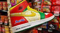 Dijual Rp 3,3 Juta, Begini Proses Pembuatan Sneakers Nike x Indomie