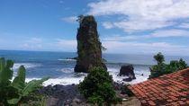 Pantai Watu Tihang yang Unik di Lampung
