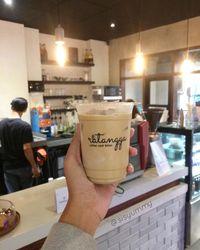 5 Kafe Dekat Jalur MRT yang Punya Es Kopi Susu Enak